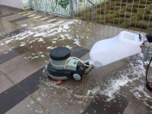 Dịch vụ lau chùi nhà cửa